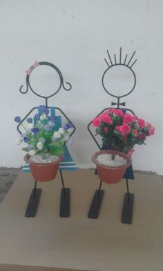 Bike Planter, Wrought Iron Decor, Flower Holder, Garden Yard Ideas, Rock Decor, Flower Stands, Welding Art, Metal Crafts, Plant Holders