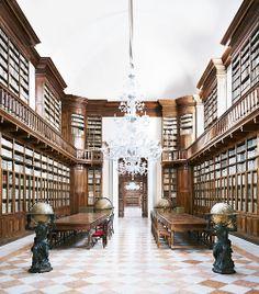 Candida Höfer, Biblioteca Teresiana Mantova I 2010©Artist & Yuka Tsuruno Gallery