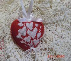 VERA:gondolataim  /kézimunkáról és egyebekről/: ......szív ,ahogy én készítem... Christmas Ornaments, Holiday Decor, Amigurumi, Christmas Ornament, Christmas Topiary, Christmas Decorations