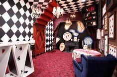 Alice un Wonderland Alice In Wonderland Bedroom, Alice In Wonderland Aesthetic, Alice In Wonderland Tea Party, Design Salon, Striped Walls, White Walls, Festa Party, Cool Rooms, Room Themes