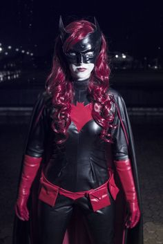 Character: Batwoman (Kate Kane) / From: DC Comics New 52 'Batwoman' & '52' / Cosplayer: Unknown