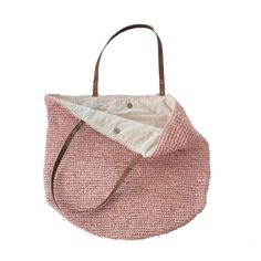 Everything we want in a Straw Beach Bag : Handmade and painstakingly Handwoven in resilient straw, it folds flat for easy packing and is roomy enough Straw Beach Tote, Straw Tote, Beach Tote Bags, Best Beach Bag, Luxury Bags, Leather Handle, Evening Bags, Jute, Purses And Bags