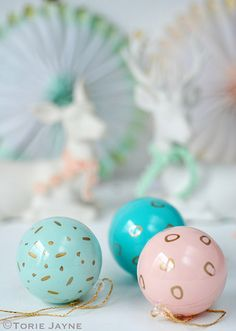 DIY Pretty Vintage Inspired Dollar Store Chistmas Baubles!  How to