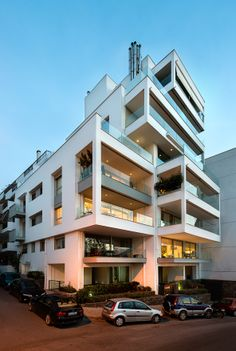 Chalkida Apartment Building/architect Evita Pothitaki/ photo Y.Yerolymbos