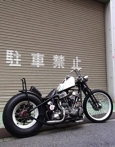 Hardtail panhead custom with white tank and rims