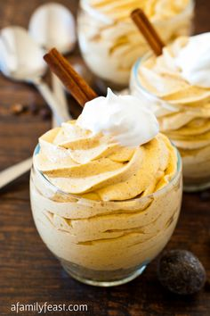 No-Bake Mini Pumpkin Cheesecakes. This is a quick and super-easy recipe to make, and the creamy, spicy filling will satisfy any pumpkin cravings you might Dessert Dessert Baked Pumpkin, Pumpkin Recipes, Fall Recipes, Pumpkin Spice, Pumpkin Puree, Cheese Pumpkin, Yummy Treats, Sweet Treats, Candy Buffet