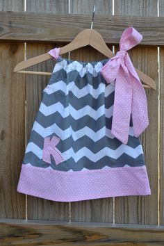 Personalized Grey Chevron and Pink Dot Pillowcase Dress with Applique Embroidered Initial for Babies, Children, and Girls. Sewing For Kids, Baby Sewing, Sewing Clothes, Doll Clothes, Little Girl Dresses, Girls Dresses, Pillow Dress, Diy Clothes Refashion, Diy Clothes Videos