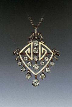Фаберже (фирма) Между 1899 - 1908 Золото, серебро, бриллианты, алмазы огранки «роза»; эмаль по гильошировке 4,8 х 3,9 см Оружейная Палата Москва