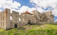 Zamek Rabsztyn od strony bramy wjazdowej