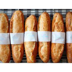 オパン印のミルクフランス。 小麦の香ばしさと食感、そしてミルククリームの甘さがとてもマッチしています。 写真で…