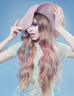 Floppy hat and pastel hair <3