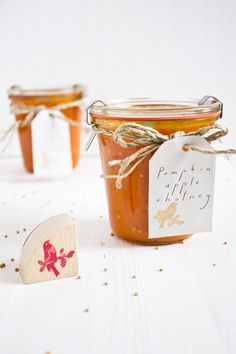 This easy fall recipe will be one of your favorite's. I promise. Make this pumpkin apple chutney to treat yourself and give away as a gift to friends and family.