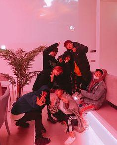 if this doesn't make you smile what will Kim Jinhwan, Chanwoo Ikon, Yg Entertainment, K Pop, Ikon Member, Ikon Kpop, Yg Ikon, Jay Song, Ikon Wallpaper