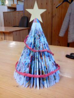 La pagina de la guecica: ARBOLITO DE NAVIDAD Club, School, Home Decor, Navidad, Crafts, Book Folding, Livres, Noel, Room Decor