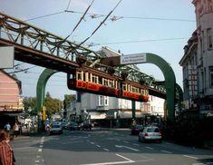 Kaiserwagen der Wuppertaler Schwebebahn am Kaiserplatz in Vohwinkel am 3. September 2005