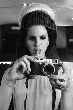 lana del rey | Love This woman With a Passion. Her style, Her cinematic Music and her attitude to society inspires me