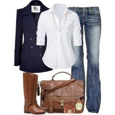 С чем носить коричневые сапоги: джинсы и белая блузка