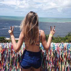 """342 curtidas, 16 comentários - Erika Bomfim (@eribomfim) no Instagram: """"Estou em Porto Seguro vlogando tudinho pra vocês! Os formandos estão se divertindo e descansando…"""""""