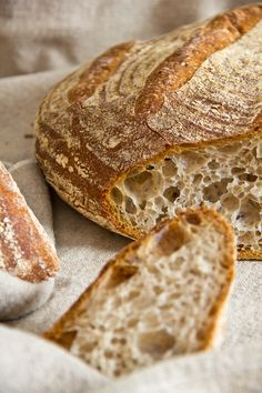 Leserwunsch: Pane Maggiore Coarse-pored, elastic and very aromatic: Pane Maggiore Artisan Bread Recipes, Easy Baking Recipes, Kitchen Recipes, Pan Bread, Bread Baking, Crusty French Baguette Recipe, Kenwood Cooking, Fresh Bread, Pumpkin Recipes
