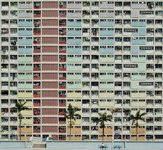 Steven Ng est un photographe indépendant et un artiste visuel basé à Amsterdam. Il commence la photographie dans une démarche de soulagement créatif vis-à-vis de son poste de banquier. Depuis il fait le tour du Monde à la recherche d'inspiration, de rencontres et dans le but de développer son style personnel. Sa photographie est axée sur l'art de l'architecture, en mettant l'accent sur les lignes de constructions et les formes géométriques.