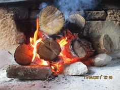 make a fire in the fireplace 2