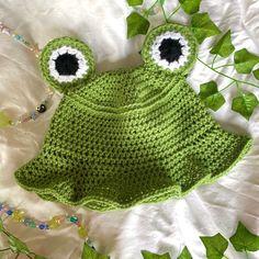 Crochet Frog, Cute Crochet, Crochet Crafts, Crochet Projects, Knit Crochet, Yarn Crafts, Easy Crochet, Knitting Projects, Crochet Toys