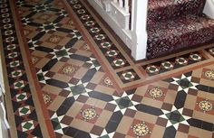Maybe do these tiles on base of a shower Edwardian Hallway, Edwardian Haus, Victorian Hall, Victorian Tiles, Victorian Interiors, Antique Tiles, Victorian Houses, Shower Floor, Tile Floor