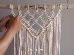 DIY Macrame Tutorial - Intermediate Wall Hanging Part 1 macramé Macrame Design, Macrame Art, Macrame Projects, Micro Macrame, Macrame Wall Hanging Patterns, Macrame Wall Hanger, Macrame Wall Hangings, Free Macrame Patterns, Macrame Curtain
