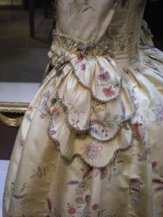 The Duchess of Devonshire's Gossip Guide to the Century: Museum Exhibition: Panniers, Stays and Jabots The Duchess Of Devonshire, Pastel Designs, 18th Century Costume, 18th Century Fashion, Period Outfit, Fashion Design Sketches, Museum Exhibition, Historical Clothing, Costume Design