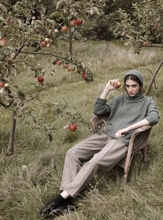 Autumn inspiration for you on this cool Monday with the typical English fashion brand Cabbages And R Photographie Portrait Inspiration, Fashion Photography Inspiration, Editorial Photography, Portrait Photography, Fashion Shoot, Editorial Fashion, Fall Inspiration, Nam June Paik, Cooler Style