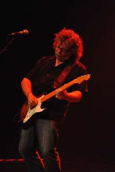 Brian Greenway, Canadian Rock Guitarist for April Wine, Mashmakhan. Brian Greenway Interview Brian talks about Blair Mackay being the new April Wine drumme