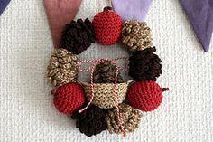 Free pattern // 松ぼっくりのクリスマスリース_かぎ針編み