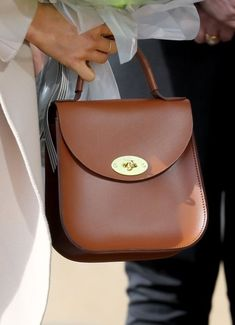 Whatever Meghan Markle wears has an impact, with fans clamouring to copy her style. But Meghan's sartorial accessory choice during her recent trip to Northern Ireland carries a special message. Fashion Handbags, Tote Handbags, Purses And Handbags, Princess Meghan, Meghan Markle Style, Green Handbag, Royal Engagement, Princesa Diana, Leather Bags Handmade