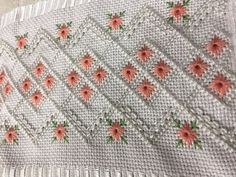 Ilhoes Floral Embroidery, Embroidery Stitches, Embroidery Patterns, Bargello, Handmade Ornaments, Diy And Crafts, Applique, Cross Stitch, Quilts