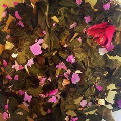 a blend of rose oolong and silver needle #pekoetea #tea #edinburgh #beautifulleaves
