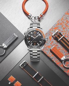 Bright colours all around - but the remains the centre of attention. Big Watches, Best Watches For Men, Stylish Watches, Seiko Watches, Luxury Watches For Men, Cool Watches, Omega Seamaster Gmt, Omega Speedmaster, Omega Railmaster