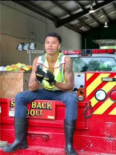 He can put my fire out anytime Gorgeous Black Men, Handsome Black Men, Beautiful Men, Beautiful People, Fine Boys, Fine Men, Bae, Man Crush Everyday, Men In Uniform