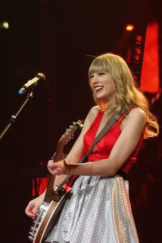 Beautiful, elegant, sexy, and so extremely talented. Taylor doing what she loves most, taking care of business on stage entertaining her fans
