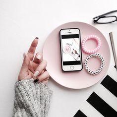 #morn #flatlaytoday #flatlay #minimalism #nails #nub #nubnail #plastelinails #pinkaddict #onthetable #onmytable