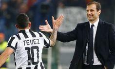 Carlos Tévez y Allegri celebran el gol de la Juventus
