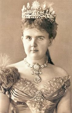 Queen Emma, wife of King Willem III, with the Stuart Diamond suspended as a pendant from her necklace.