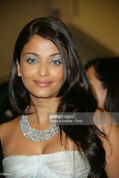 Jav Aishwarya Rai arrives at the official dinner of the Cannes Film Festival. Aishwarya Rai Hairstyle, Actress Aishwarya Rai, Aishwarya Rai Bachchan, Bollywood Actress, Mangalore, Aishwarya Rai Pictures, Indian Princess, Miss World, Bollywood Stars
