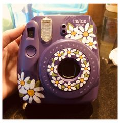 Polaroid Camera Case, Polaroid Instax Mini, Cute Camera, Camera Art, Fujifilm Instax Mini, Polaroid Vintage, Camera Painting, Polaroid Pictures, Polaroids