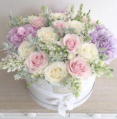 Pastels  #lolaflowerboutique #london #f_p_d #florist #flowerdelivery #pastels #flowers #hatbox #floral #lilac #roses #meijerroses…