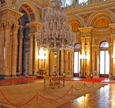 Dolmabahce Palace & Two Continents  Current residence for Ottoman Sultans with 365 rooms and 22 saloons. Well-known with the good assortment of European antiquity, furnishings and four.5 tons chandelier.