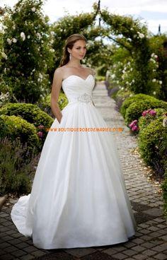 Robe de mariée blanche col coeur crystaux