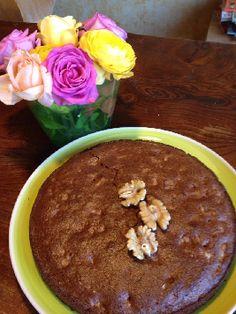 Walnotentaart met cacao en kaneel. Het ruikt heel goed! Deze overheerlijke walnotentaart kun je heel gemakkelijk maken. Voedselzandloper-proof!