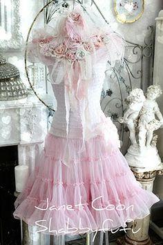 such a cute dress form