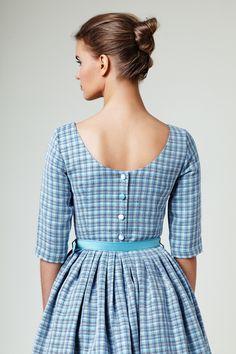 Abendkleider - 'Karenina' - linen dress with button up back - ein Designerstück von mrspomeranz bei DaWanda