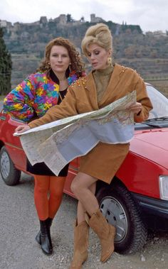 A gallery of Absolutely Fabulous publicity stills and other photos. Featuring Joanna Lumley, Jennifer Saunders, Jane Horrocks, Julia Sawalha and others. Absolutely Fabulous Quotes, Edina Monsoon, Patsy And Edina, Patsy Stone, Jennifer Saunders, Joanna Lumley, Young Celebrities, British Comedy, The Avengers